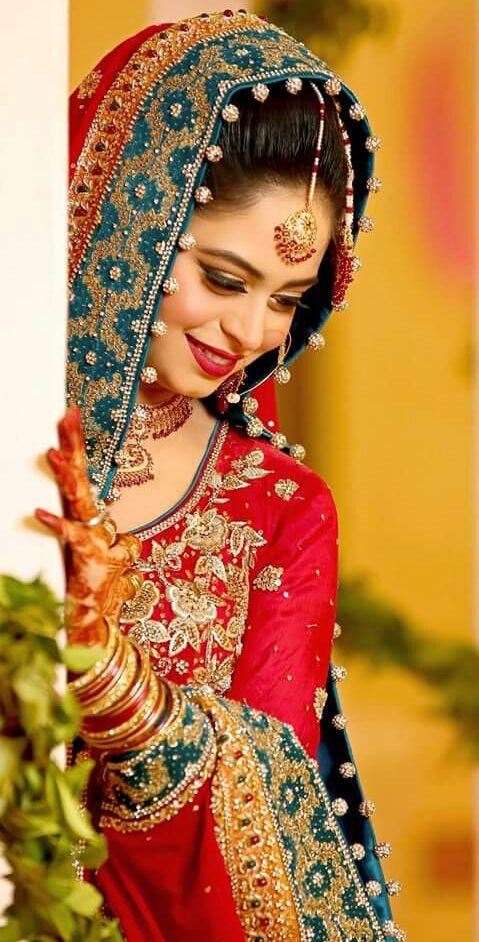 Health Fashion Mehindi Dressing Fashion Ka Jalwa Indian Bride Poses Indian Wedding Photography Poses Bride Photoshoot