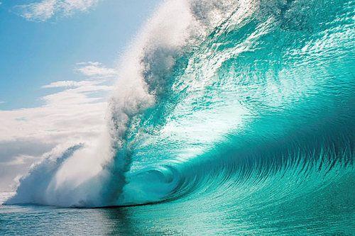 ハワイのビックウェーブと白波