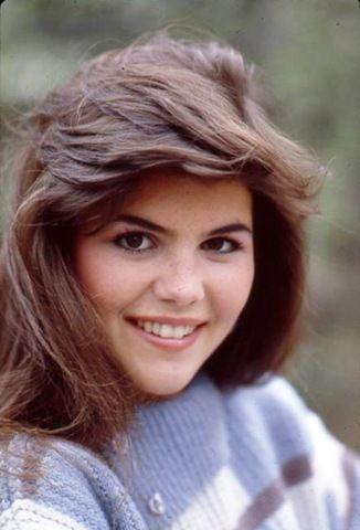I remember Lori Loughlin was *everywhere* when I was between 10 & 18. She modeled for catalogs & magazines, and she was in commercials and on tv.