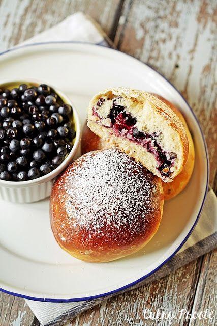 Simple Sugars: Fluffy currant bread (with mascarpone)