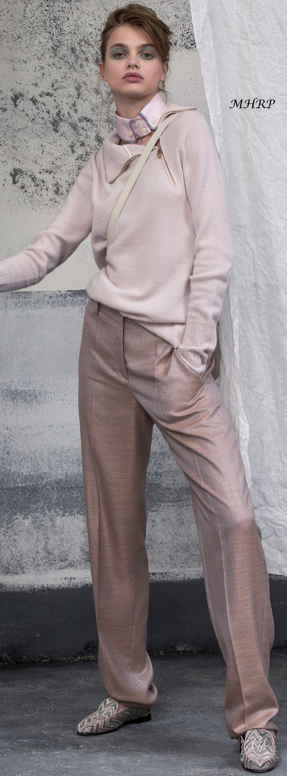 Giorgio-Armani-Vogue-Resort-2019