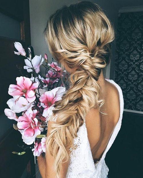 Choose an elegant boho side braid for a fun and simple wedding hairstyle: