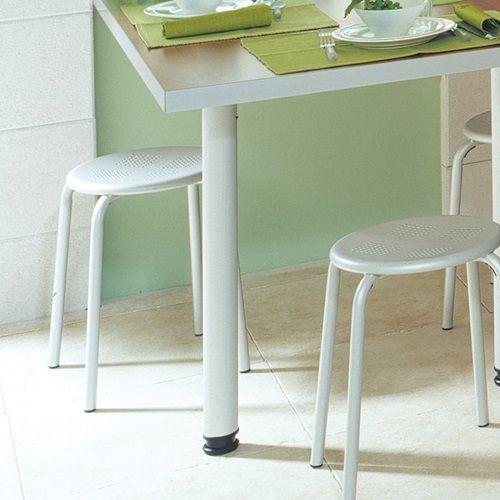 Accessoire De Cuisine Espace Table Et Bar Pied De Table Rond Cuisinella Pieds De Table Table Ronde Cuisinella
