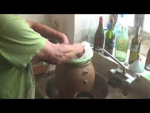 Cómo Hacer Vino Casero Parte 2 Filtrado Del Vino Youtube Hacer Vino Como Hacer Vino Vino Hecho En Casa