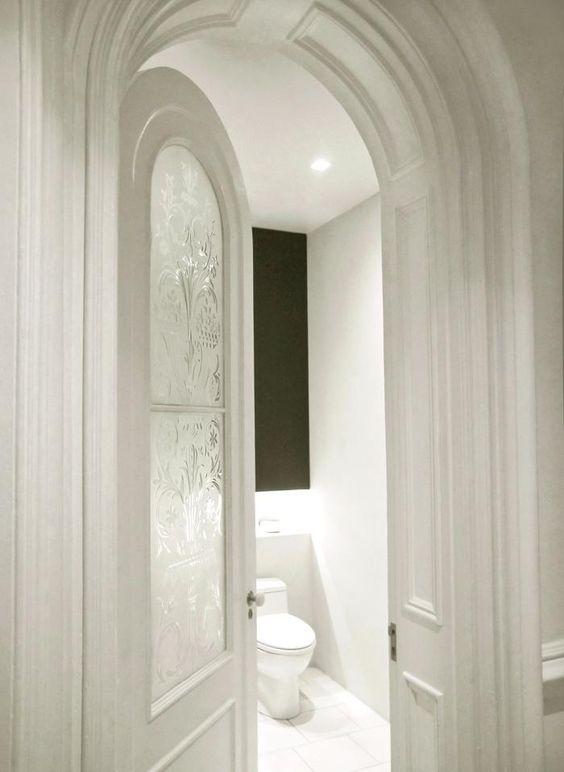 love this WC door. Julian-King-Architect-Chelsea-townhouse-white-high-ceiling-etched glass-in-arched-door