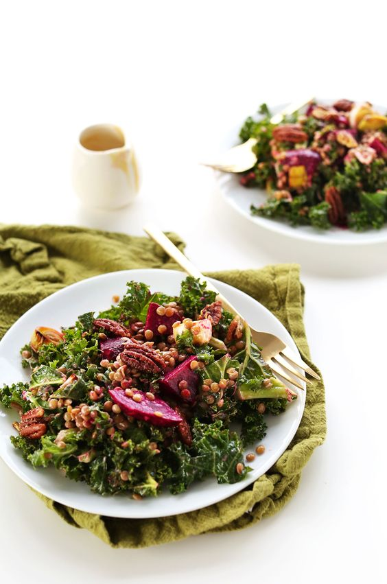 HEALTHY, satisfying winter salad with kale, lentils, roasted beets and leek and roasted pecans! #vegan #glutenfree #healthy