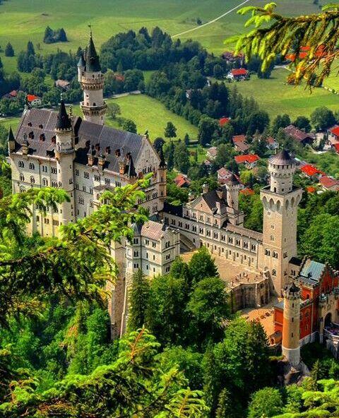 Schloss Neuschwanstein In 2020 Neuschwanstein Castle Germany Castles Beautiful Places