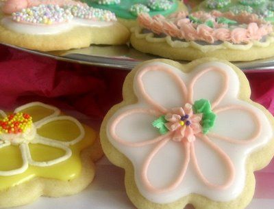 buttercream frosting for sugar cookies-  dries hard outside still frosting like on inside