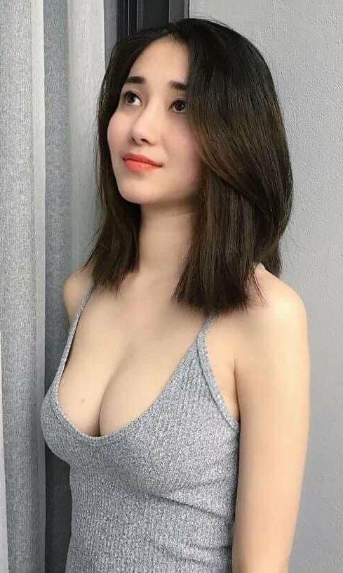 Asiatin nackt
