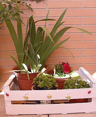 Tutorial diy maceteros con cajas de frutas cajas de - Manualidades con cajas de madera de frutas ...