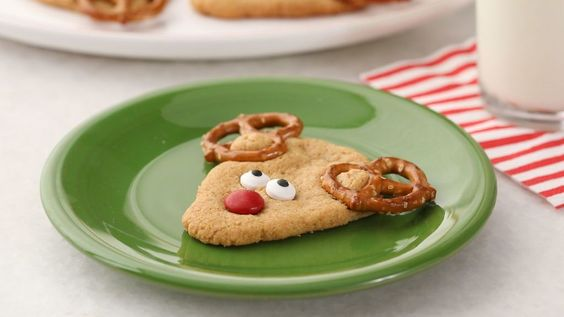 FamilyFun : These peanut butter cookies use pretzels and candy to make an adorable red-nos https://t.co/mxzmprQLlb) https://t.co/hrJBFZZu0v