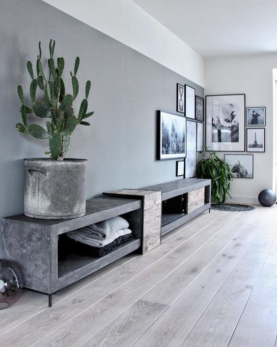 industrieel tv meubel van beton met houten deurtje en stalen pootjes