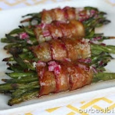 Bacon wrapped green beans: Side Dishes, Wrapped Greenbeans, Yummy Food, Greenbeans Definitely, Bacon Wrapped Asparagus, Food Drink, Bacon Wrapped Green Beans, Green Bean Bundles, Turkey Bacon