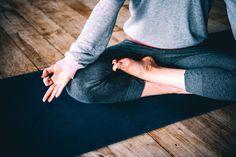 Welche Yoga-Übungen helfen gegen Regelschmerzen?