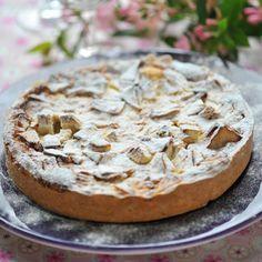 Découvrez la recette Tarte normande aux pommes sur cuisineactuelle.fr.