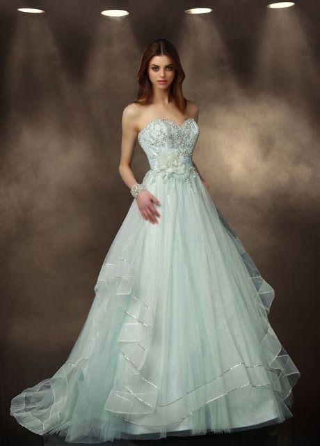 Sparkle Strapless A-line Mint Tulle Wedding Dress