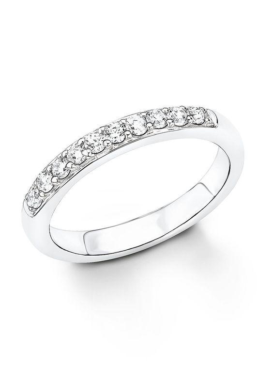 Ring, »SO1232/1-4«, s.Oliver. Hübsche Zirkonia (synth.) funkeln an diesem Ring miteinander um die Wette. Mit seiner zeitlosen wie frischen Note komplettiert der glänzende Fingerring aus massivem, rhodiniertem Silber 925 spielend jedes Outfit -ob Beruf oder in der Freizeit. Der Handschmuck ist ca. 3 mm breit. Lieferung in einer S.OLIVER-Geschenkbox....