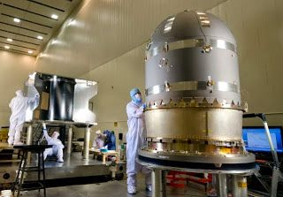 Fullseoblog|Upaya terbaru NASA, pesawat ruang angkasa Maven, dijadwalkan lepas landas kapal tak berawak Atlas V Rocket Senin sore. Pada 13:28 EST dari Cape Canaveral Air Force Station, itu hanya begitu dan tanpa cacat. The Maven pesawat ruang angkasa akan membawa delapan instrumen ilmiah untuk mencapai misinya. Pesawat ruang angkasa ini akan memakan waktu 10 bulan untuk mencapai Mars, memasuki orbitnya pada bulan September 2014. Biaya misi adalah besar $ 671.000.000.
