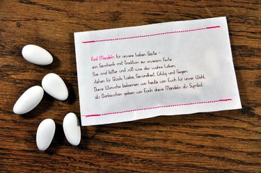 10 genähte Papiertüten mit Hochzeitsmandeln
