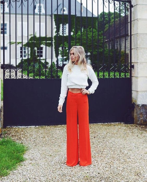 Claartje Rose, Dutch Blogger, red trousers, sweater