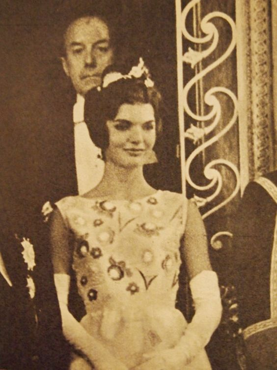 A night at Versailles.She looks so extremely beautiful here! ❤❤❤ ❤❤❤❤❤❤❤ http://en.wikipedia.org/wiki/Jacqueline_Kennedy_Onassis