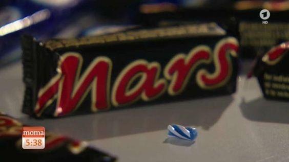 Das ARD-Morgenmagazin zeigte in einem Beitrag, wie groß das Plastikteil im Marsriegel war