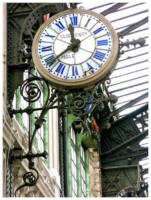 Electrique Clock ~ Paris: