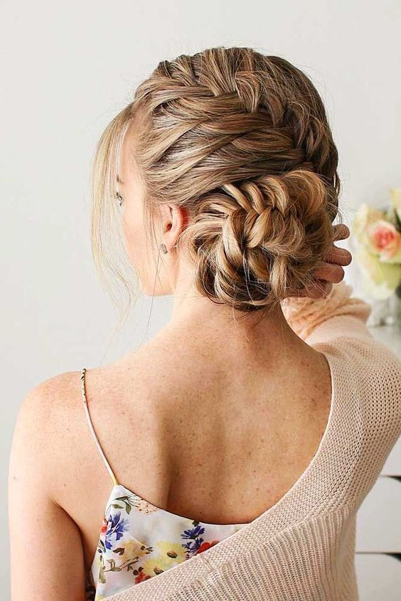 Today We Have Collected 20 Messy Side Bun Hairstyles Haircuts Through Which You Will Be Able To Achieve Your Hair Styles Long Hair Styles Side Bun Hairstyles
