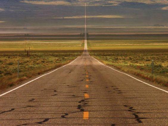 Дорога, смешение двух сред, пустыня, небо, облака