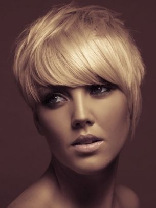 Super Stylish Short Haircuts - It's really important to revitalize your locks, therefore, choose one of these super stylish short haircuts and add movement to your thick or thin strands.