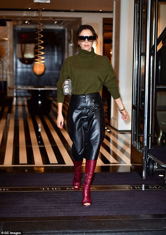 Victoria Beckham seen strolling around New York in OPEN-TOE boots as temperatures plummet to -4C | Daily Mail Online