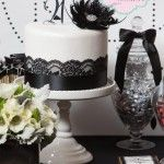 Una tarta elegante para una fiesta blanco y negro / An elegant cake for a black and white party
