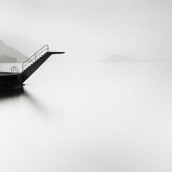 swan diving platform at the sea photography black white schwarz wei fotografie photographie noir et blanc photo pierre pellegrini