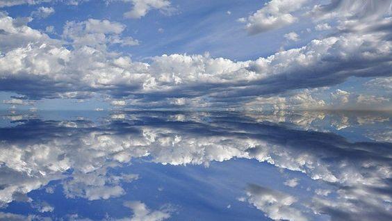 Небо, облака, вода - бело-голубой простор
