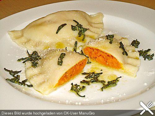 Kürbis - Ravioli, ein beliebtes Rezept aus der Kategorie Pasta. Bewertungen: 145. Durchschnitt: Ø 4,5., bereits gemacht (mit butternut kürbis, kräuter-ziegenkäse und poree)
