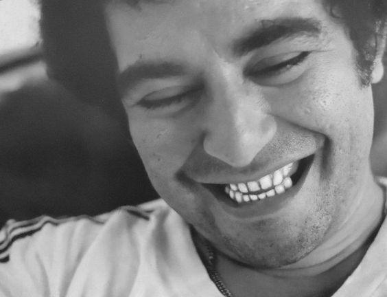 Filho de violonista que tocava com Pixinguinha, Noel Rosa e Jacob do Bandolim. Apesar da morte prematura do pai, a música sempre esteve presente em sua vida. Antes de ingressar profissionalmente neste meio, fazia sambas amadores para o bloco Labareda do Méier.