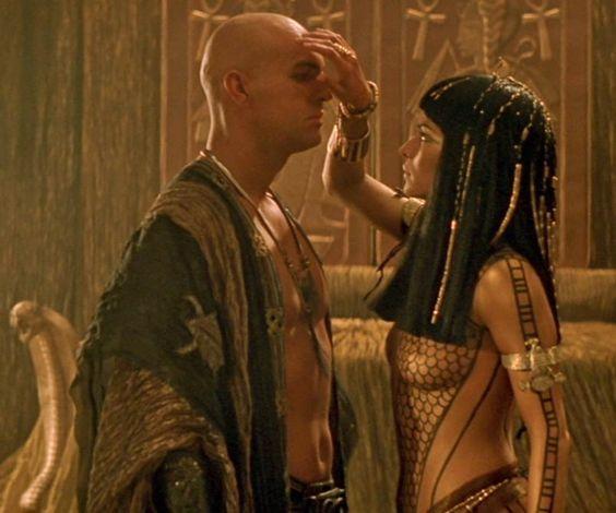 Patricia Velazquez as Anck Su Namun - with Imhotep (The Mummy Returns)