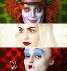 el maquillaje en todo los personajes es importante, desde colores llamativos en los ojos, como base blanca, y colore fuertes en labios, pero es extraño la única que no usa maquillaje fuerte y llamativo es alicia