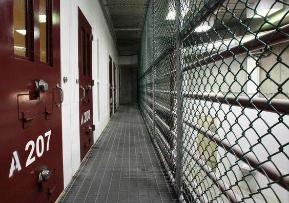 """CIA-Berichten zufolge habe Zubaydah während der Folter oft """"geweint"""",... Die CIA habe Zubaydahs Rolle innerhalb des Terrornetzwerks überschätzt, so der Senatsbericht. Trotz wochenlanger Folter gab er nichts preis, was auf neue Terroranschläge hingedeutet hätte. Im September 2006 wurde er nach Guantanamo Bay auf Kuba verbracht, wo er bis heute einsitzt."""