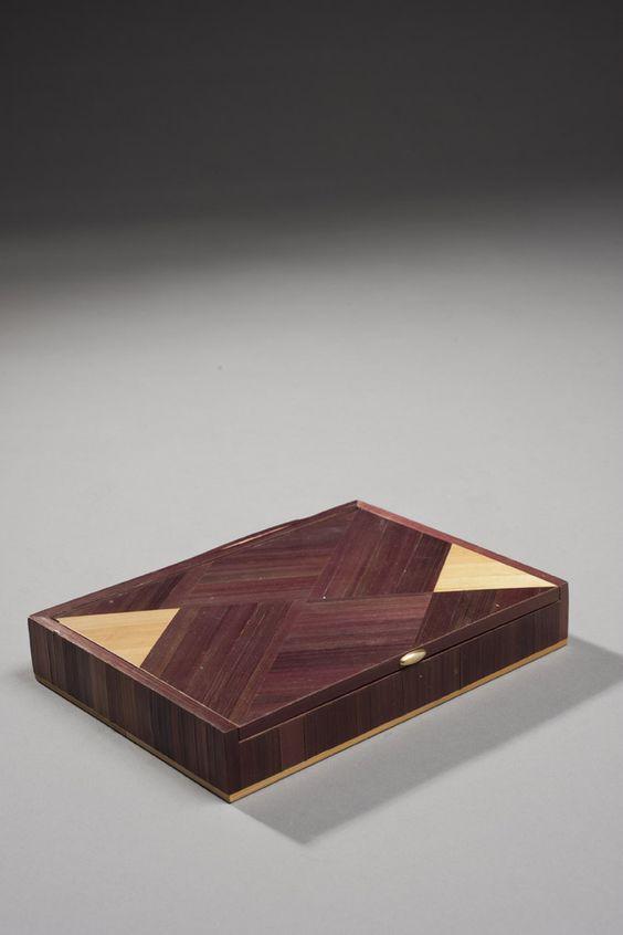 Langlois, boîte à cigarette rectangulaire en marqueterie de paille, hauteur : 4 cm - longueur : 15,5 cm - largeur : 13,5 cm, (décollement), vente Piasa.