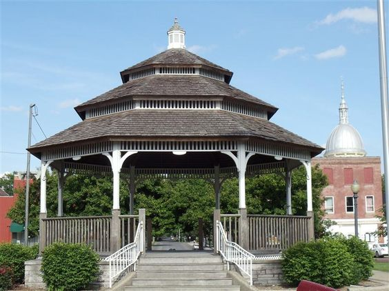 The gazebo in the middle of Carlinville's town square. The Macoupin County Courthouse dome is visible to the right.