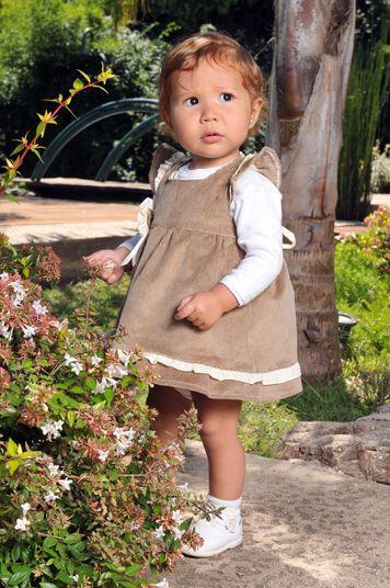 vestido para nenas realizado en corderoy con vuelos, creado por Silvana gloria tejidos
