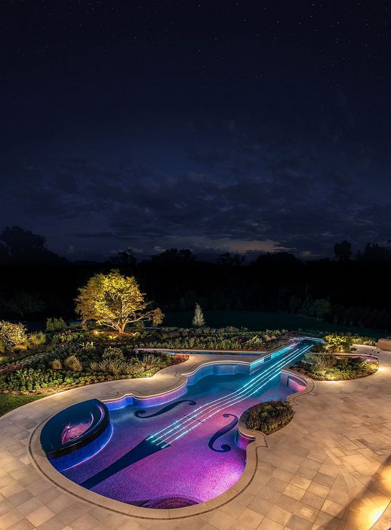 Dazzling lights bring the violin-shaped pool alive - Decoist: