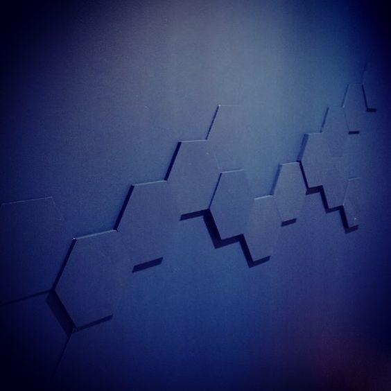 Fed væg vi lavede sidste uge på besøg i Budapest  #blå #blue #bluewall  #sekskanter #hexagon by janhenrikh