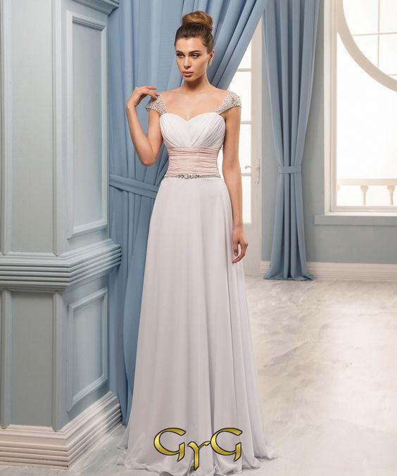 El vestido de novia Yasmin es un vestido de linea griega, bicolor, perfecto para…