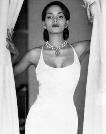 Halle Berry... This is going in my bathroom along with Marilyn.. I'd love that.