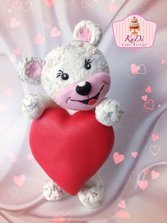 Dekoration - Valentinstag Bär - Love Bear aus Fondant - ein Designerstück von KuDi-CakeDesign bei DaWanda  #happyvalentinesday #love #fondant #kudicakes #valentinstag