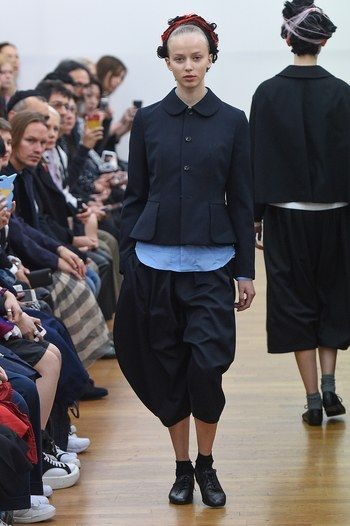 http://www.vogue.com/fashion-shows/spring-2016-ready-to-wear/comme-des-garcons-comme-des-garcons