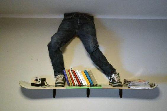 Io e il vicino condividiamo due passioni: libri e snowboard