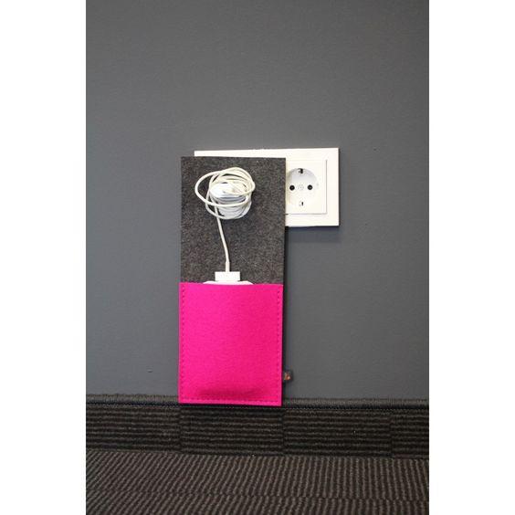 schicke ladestation aus filz f r dein handy gadgets. Black Bedroom Furniture Sets. Home Design Ideas